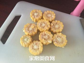 排骨玉米竹荪汤的做法步骤:3