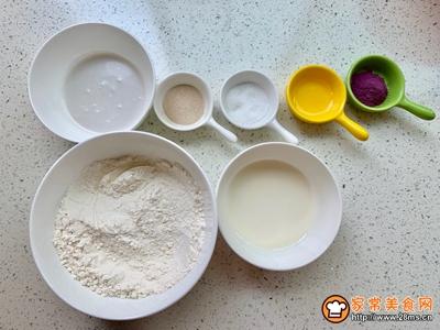 #520,美食撩动TA的心!#大理石花纹紫薯椰香发糕的做法图解1