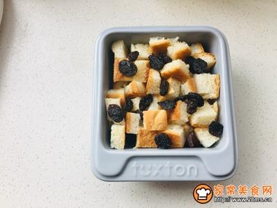 葡萄干面包布丁的做法图解3