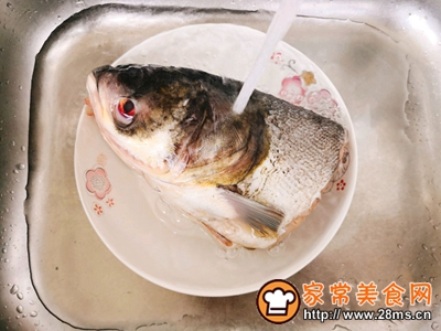 鱼头豆腐汤的做法图解1