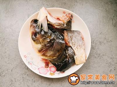 鱼头豆腐汤的做法图解2