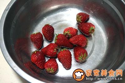 #童年不同样,美食有花样#草莓巧克力棒棒糖的做法图解1