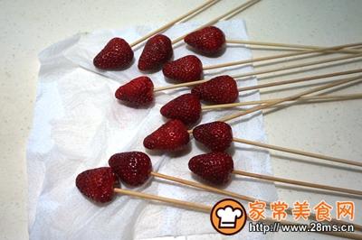#童年不同样,美食有花样#草莓巧克力棒棒糖的做法图解2