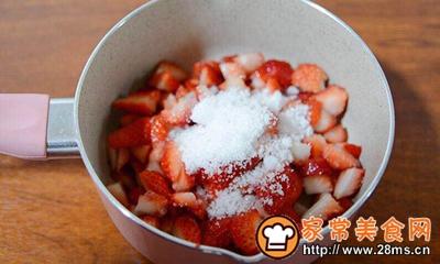 #童年不同样,美食有花样#草莓牛奶布丁的做法图解1
