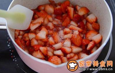 #童年不同样,美食有花样#草莓牛奶布丁的做法图解2