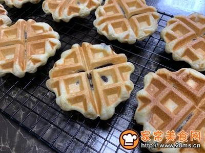 #童年不同样,美食有花样#红豆麻薯华夫饼的做法图解13