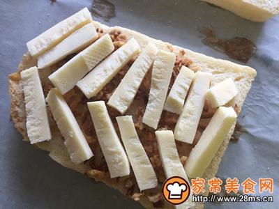 #花10分钟,做一道菜!#洋葱酥吐司披萨的做法图解4