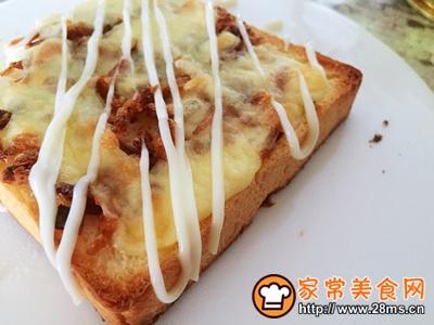#花10分钟,做一道菜!#洋葱酥吐司披萨的做法图解6