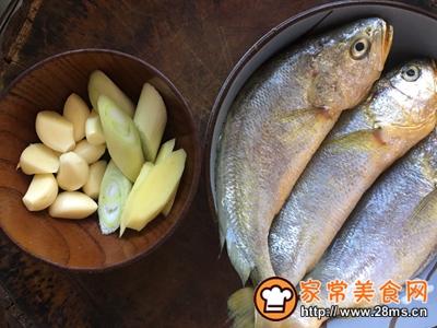 家常红烧黄花鱼的做法图解3