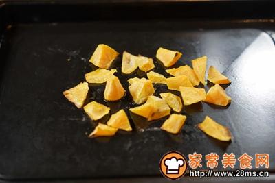 煎三文鱼牛油果沙拉配小黄瓜果蔬汁的做法图解2