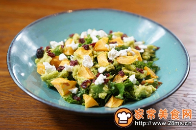 煎三文鱼牛油果沙拉配小黄瓜果蔬汁的做法图解5