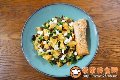 煎三文鱼牛油果沙拉配小黄瓜果蔬汁的做法图解6