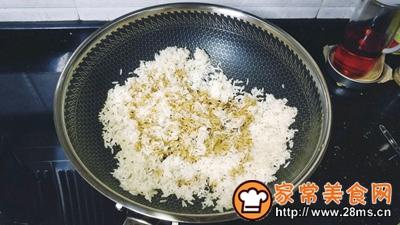 梅菜干酱油蛋炒饭的做法图解5