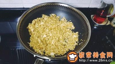 梅菜干酱油蛋炒饭的做法图解6