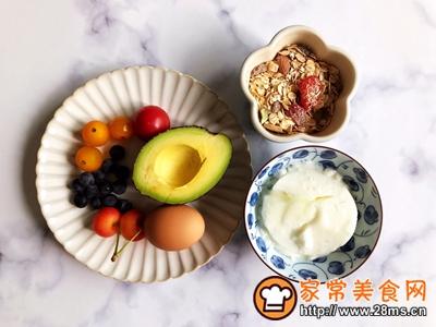 水果麦片酸奶碗的做法图解1