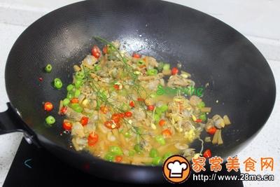 酸笋炒蛤蜊肉的做法图解6
