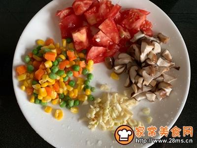 番茄香菇什锦菜的做法图解1