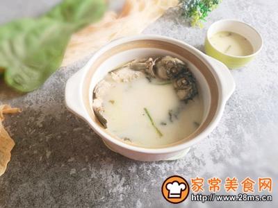 简单美味鲫鱼汤的做法图解7