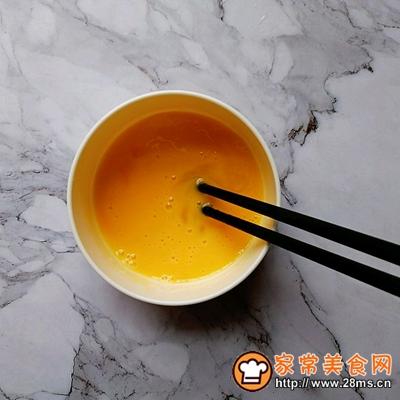 胡萝卜虾皮葱花蛋炒饭的做法图解2