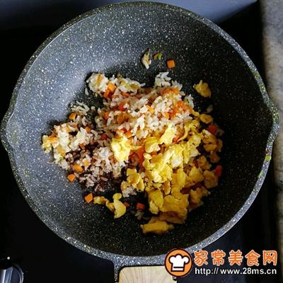 胡萝卜虾皮葱花蛋炒饭的做法图解7