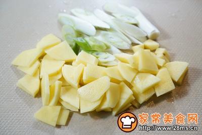 家庭版土豆大葱汤的做法图解2