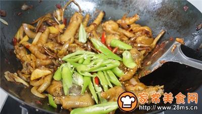 干锅鸡爪茶树菇的做法图解8