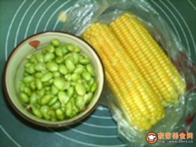 嫩玉米鲜豆浆的做法图解1