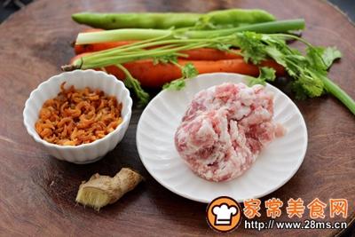 胡萝卜青椒海米饺子的做法图解1