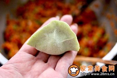 胡萝卜青椒海米饺子的做法图解16