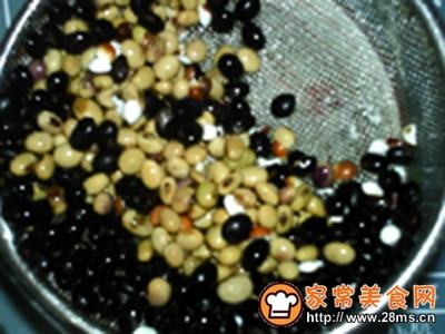 芡实黑黄豆浆的做法图解2