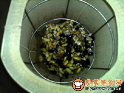 芡实黑黄豆浆的做法图解5