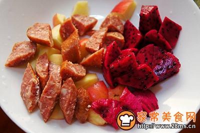 银耳牛肉肠水果沙拉的做法图解4