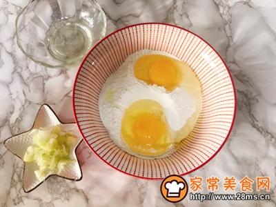 家常葱花鸡蛋饼养胃早餐的做法图解2