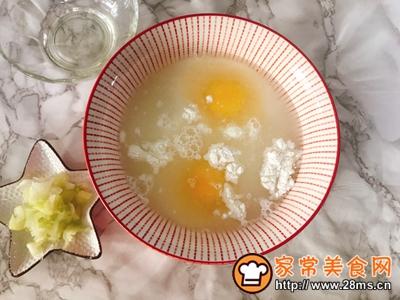 家常葱花鸡蛋饼养胃早餐的做法图解3