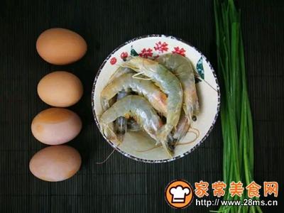 韭香虾仁蒸蛋的做法图解1
