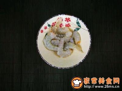 韭香虾仁蒸蛋的做法图解2