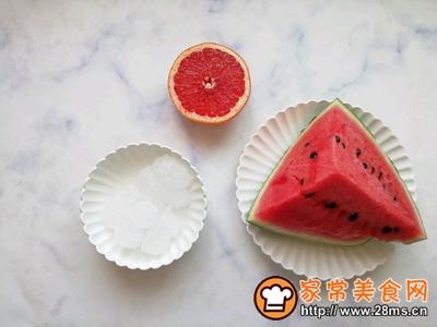 西瓜红柚果饮的做法图解1