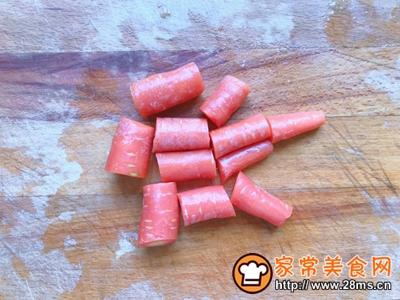 胡萝卜鸡肉丸子的做法图解1