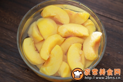 黄桃罐头的做法图解2