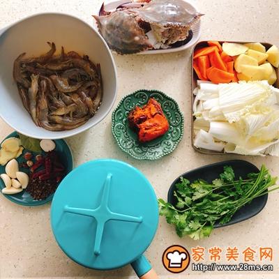 香辣虾蟹干锅的做法图解1