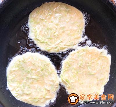 快手早餐西葫芦鸡蛋饼的做法图解6