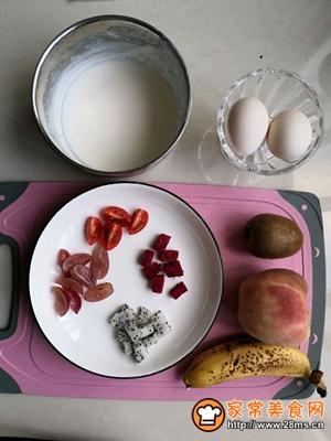 缤纷水果酸奶蛋饼的做法图解1