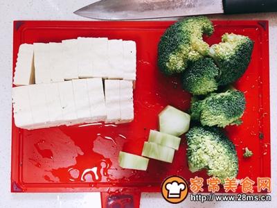 可乐鸡翅炖牛扒豆腐的做法图解2