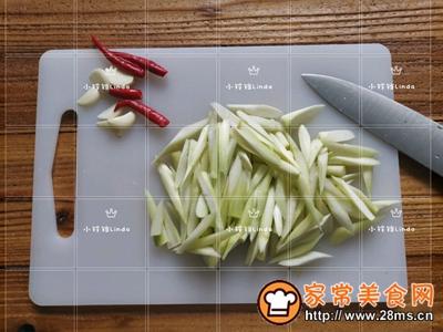 下饭小炒芦笋木耳炒蛋的做法图解4