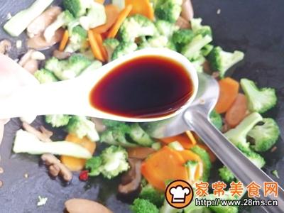 胡萝卜香菇香肠炒西兰花的做法图解9