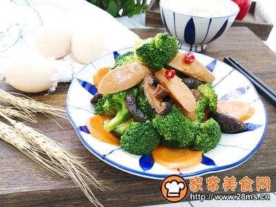 胡萝卜香菇香肠炒西兰花的做法图解12