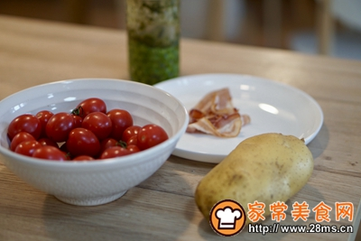 3步骤懒人烤箱菜罗勒青酱培根土豆的做法图解1