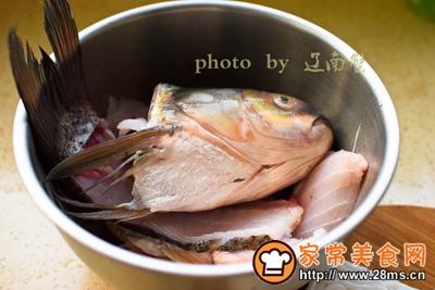 酸菜鱼头土豆粉的做法图解1