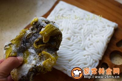 酸菜鱼头土豆粉的做法图解2