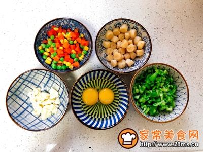 瑶柱彩色蛋炒饭的做法图解1